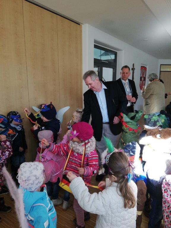 Besuch der Maskera aus dem Kinderhaus Sulzemoos im Rathaus am 28.02.2019